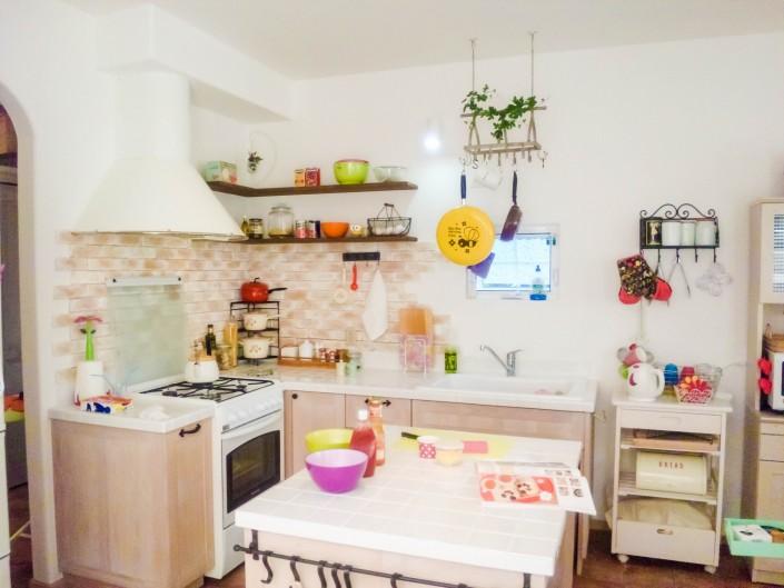 憧れのガスレンジに真っ白なシンク。料理して眺めて、毎日幸せ気分